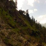 Schmaler Pfad und steile Rinne © Gipfelfieber.com