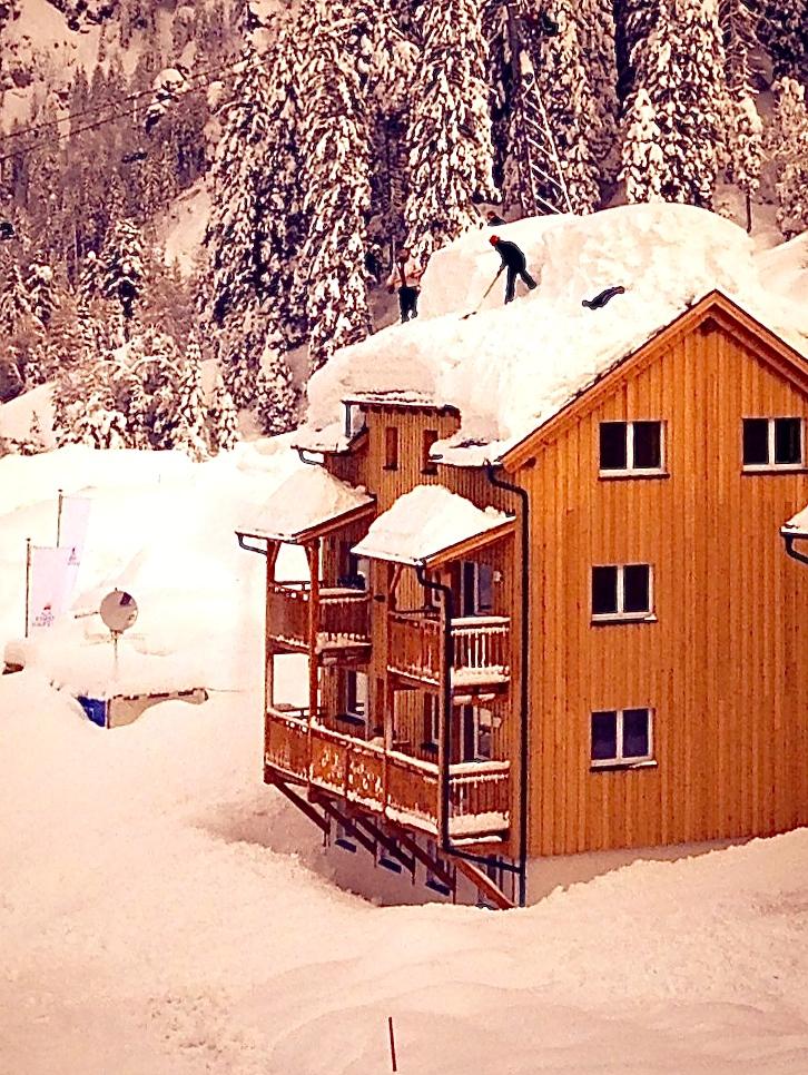 Der Versuch die Dächer zu befreien © Gipfelfieber.com