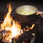 Kochen in der Kota ©Visit Finland/Photographer: Vastavalo/Sami Kiuru