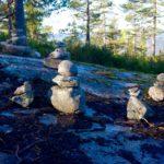 Steinmänner säumen den Weg ©Gipfelfieber