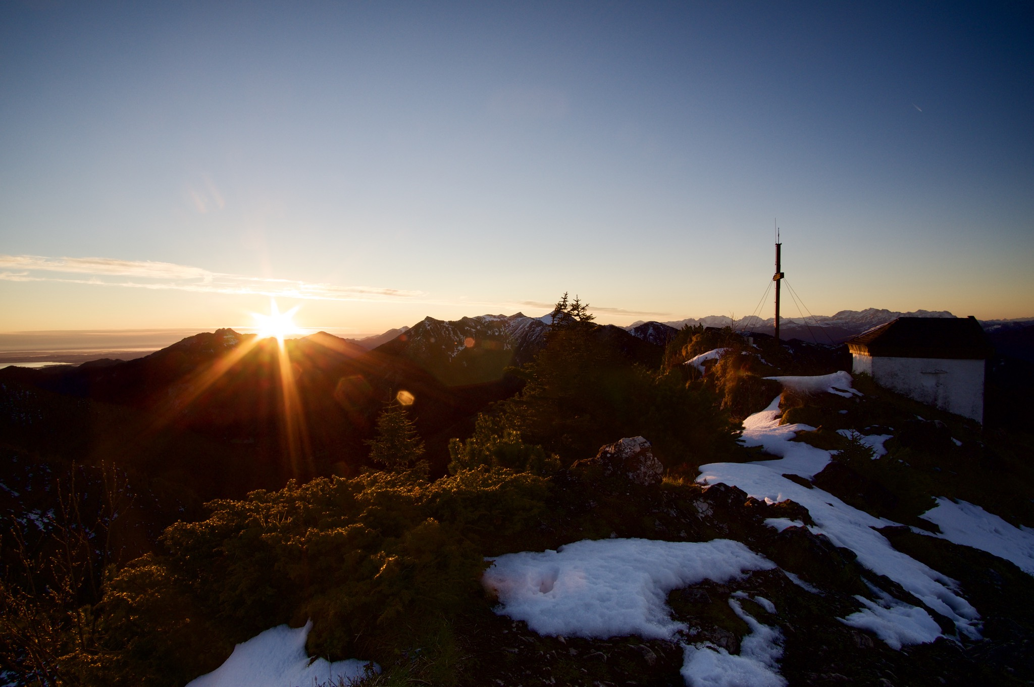 Sonnenaufgang am Spitzstein und die Frage: Was ist eigentlich ein Hausberg? ©Gipfelfieber